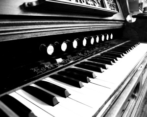 black-and-white-piano-photography
